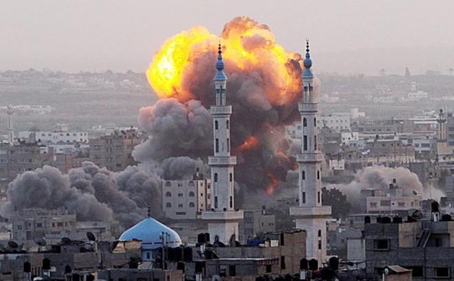 """Biểu tình Jerusalem vừa lắng xuống, Israel-Hamas tiếp tục """"giao thủ"""" bằng xe tăng, tên lửa"""