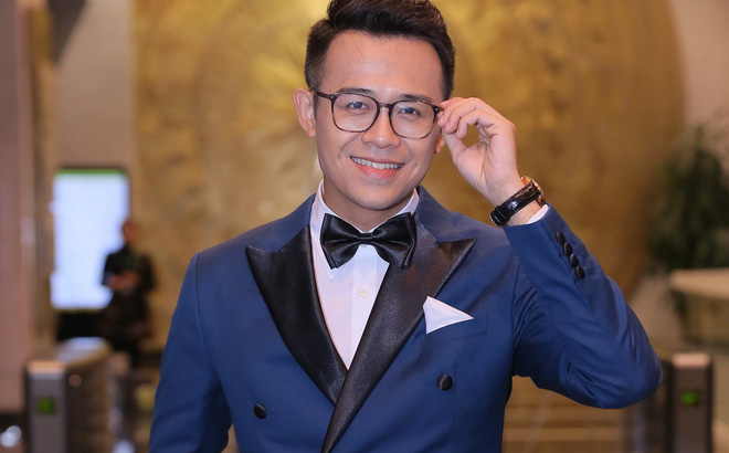 MC Đức Bảo dẫn dắt chương trình Việt Nam 2017 - Vũ khúc ánh sáng