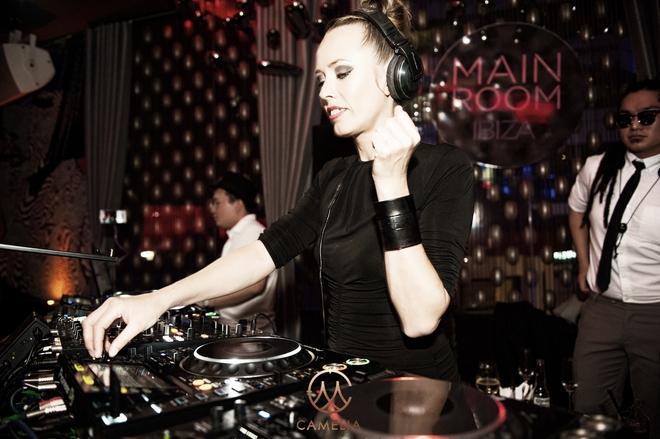 Nữ thần DJ Ibiza - Sarah Main diễn máu lửa ở HN - Ảnh 1.