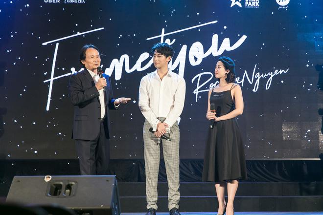 Rocker Nguyễn xúc động ôm chặt bố ruột trong buổi họp fan  - Ảnh 8.