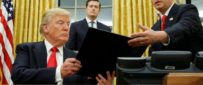 Cấp dưới báo động vì Trump: 3h sáng gọi cố vấn an ninh quốc gia hỏi về... tiền tệ - Ảnh 1.