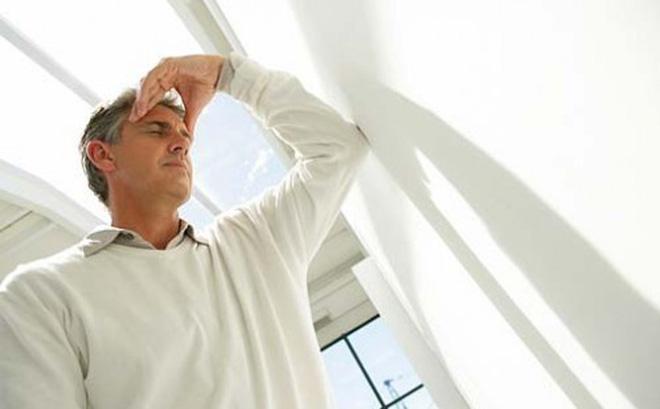 Nắng nóng kỷ lục, cần nhớ 7 dấu hiệu căn bệnh nguy hiểm ai cũng có thể gặp khi đi nắng