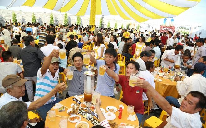 """2000 anh em chí cốt """"vui quá xá"""" tại lễ hội bia bồn đầu tiên"""