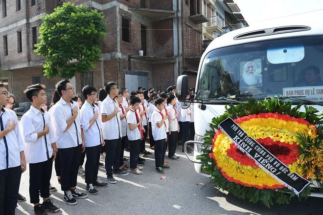 Hơn 1000 học sinh hát vang bài ca Lương Thế Vinh vĩnh biệt thầy Văn Như Cương - Ảnh 14.