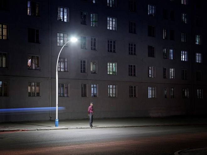 Bình Nhưỡng cô đơn, nhạt màu qua ống kính của nhiếp ảnh gia Hà Lan - Ảnh 2.