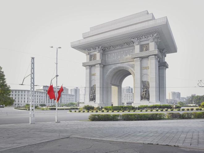 Bình Nhưỡng cô đơn, nhạt màu qua ống kính của nhiếp ảnh gia Hà Lan - Ảnh 8.