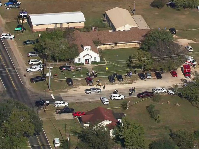 Xả súng ở Texas, ít nhất 26 người thiệt mạng, cảnh sát tiến hành khám xét nhà hung thủ - Ảnh 13.