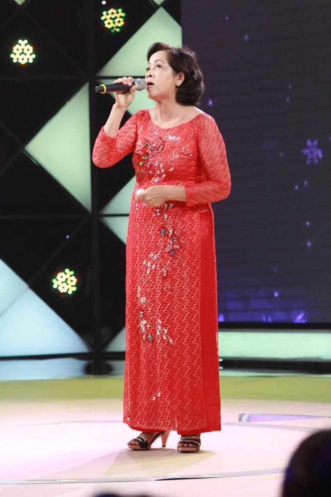 Cẩm Ly, Trấn Thành xúc động trước hoàn cảnh người bà hơn 60 tuổi chạy xe ôm nuôi 3 cháu  - Ảnh 2.