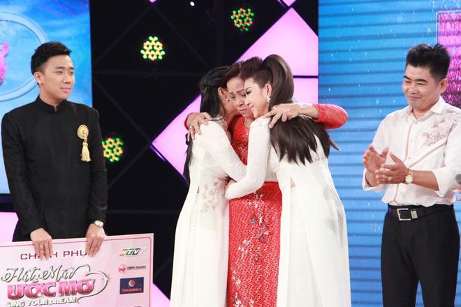 Cẩm Ly, Trấn Thành xúc động trước hoàn cảnh người bà hơn 60 tuổi chạy xe ôm nuôi 3 cháu  - Ảnh 3.