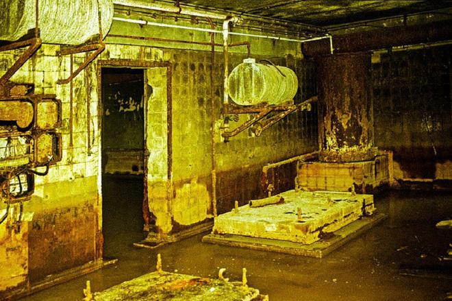 Thâm nhập hầm trú ẩn bí mật của Hitler sâu 30m dưới lòng đất: Đội thám hiểm bị ám ảnh - Ảnh 11.