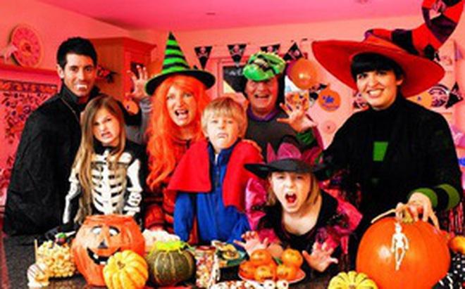 """Mùa Halloween có hóa trang dị tới mấy cũng phải chào thua 17 gia đình """"bá đạo"""" này"""