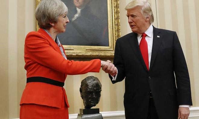 Khẩu chiến giữa ông Trump và bà Thủ tướng Anh Theresa May: Cơn bão trong cốc nước! - Ảnh 1.