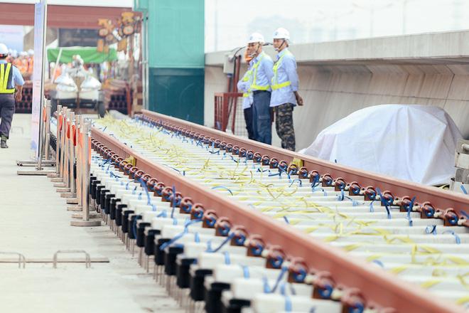 Tuyến Metro trị giá 2,49 tỷ USD Bến Thành - Suối Tiên chính thức lắp đường ray - Ảnh 6.