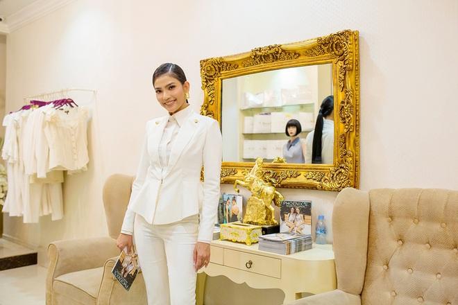 Hoa hậu Mỹ Linh sang Campuchia để ủng hộ Vũ Thu Phương - Ảnh 10.