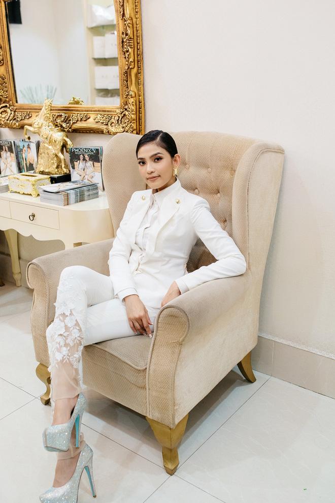 Hoa hậu Mỹ Linh sang Campuchia để ủng hộ Vũ Thu Phương - Ảnh 9.
