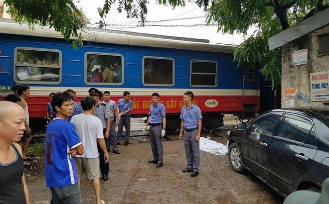 Hà Nội: Người phụ nữ bị tàu cán tử vong khi đang đi bộ qua đường ray
