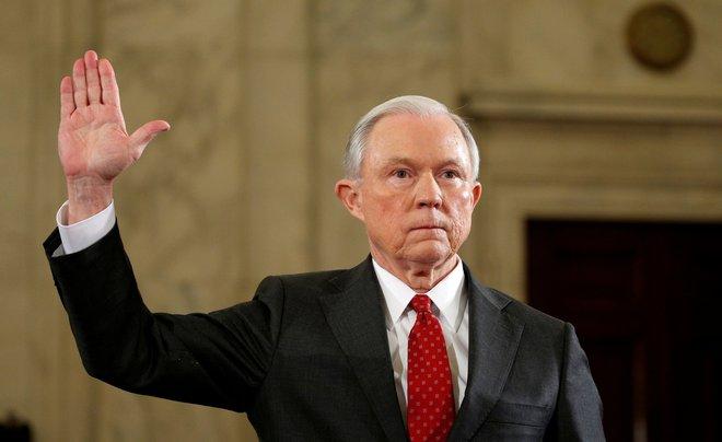 Búp bê matryoshka trong túi Putin và số phận Bộ trưởng Tư pháp Mỹ Jeff Sessions - Ảnh 1.