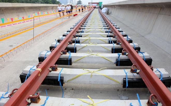 Tuyến Metro trị giá 2,49 tỷ USD Bến Thành - Suối Tiên chính thức lắp đường ray
