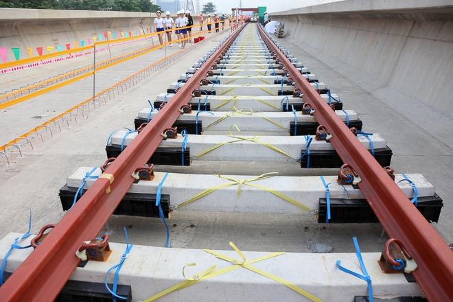 Tuyến Metro trị giá 2,49 tỷ USD Bến Thành - Suối Tiên chính thức lắp đường ray - Ảnh 3.