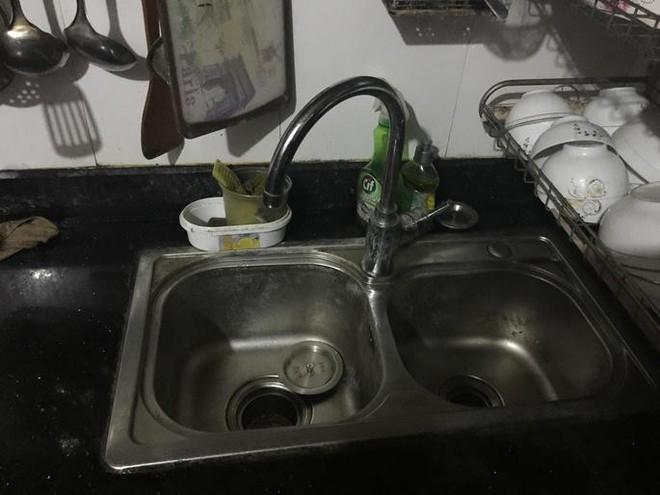 Xí nghiệp nước sạch Hai Bà Trưng nói chưa thể cấp nước cho nhà Thế Chột - Ảnh 1.