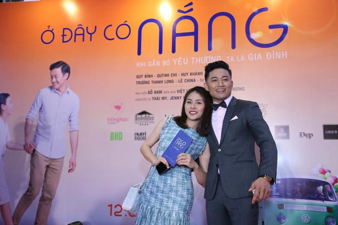 Vân Trang ôm chặt cứng Quý Bình trên thảm đỏ - Ảnh 2.