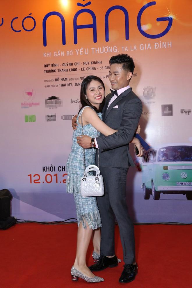 Vân Trang ôm chặt cứng Quý Bình trên thảm đỏ - Ảnh 4.