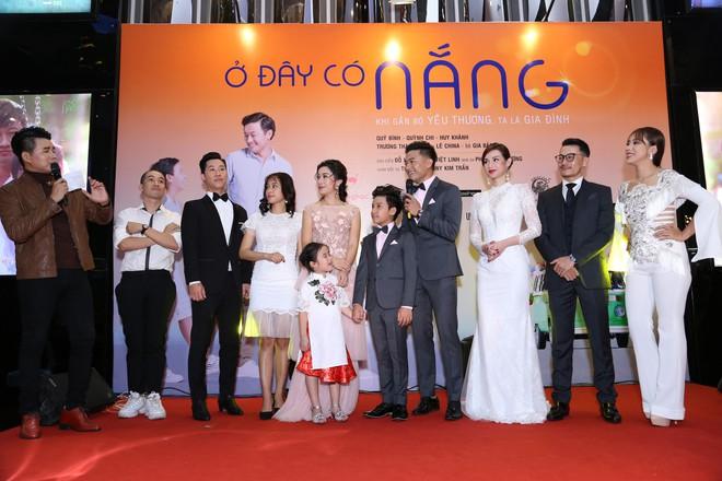 Vân Trang ôm chặt cứng Quý Bình trên thảm đỏ - Ảnh 6.