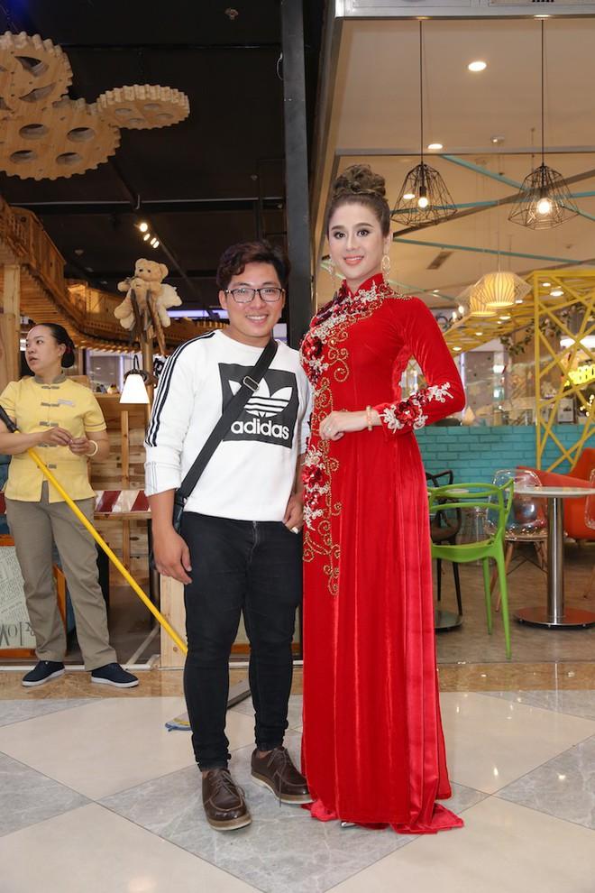Vân Trang ôm chặt cứng Quý Bình trên thảm đỏ - Ảnh 10.