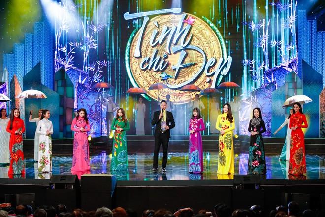 Anh trai ruột Quang Lê gây chú ý khi khoe giọng hát trước đám đông - Ảnh 1.