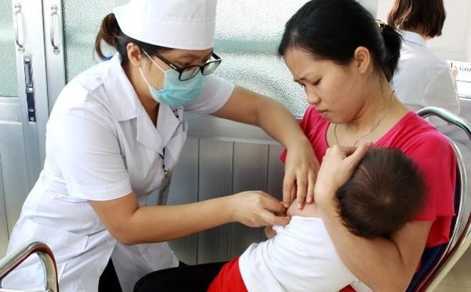 Khuyến cáo người dân chủ động đưa trẻ đi tiêm vắcxin phòng sởi