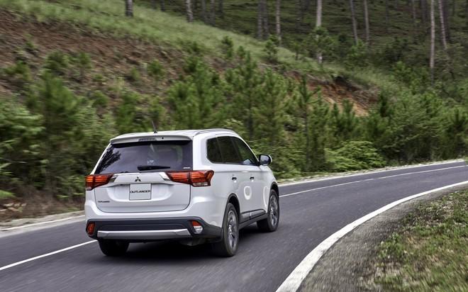 Giảm gần 200 triệu đồng, lộ diện ô tô có giá bán thấp nhất phân khúc crossover 5+2 ở VN - Ảnh 1.
