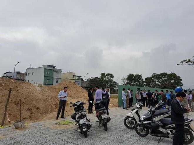 Người mua đất ở Đà Nẵng bức xúc, tố chủ đầu tư xây nhà trên đất đã bán  - Ảnh 1.