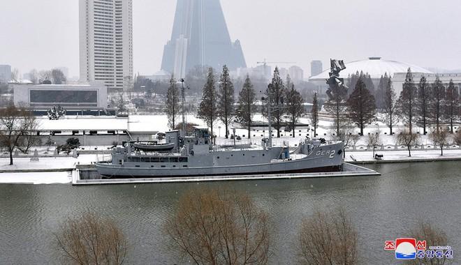 Bên trong chiến hạm Mỹ bị Triều Tiên bắt giữ - Ảnh 1.