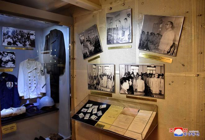 Bên trong chiến hạm Mỹ bị Triều Tiên bắt giữ - Ảnh 12.