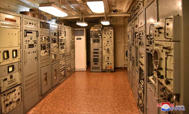 Bên trong chiến hạm Mỹ bị Triều Tiên bắt giữ - Ảnh 13.