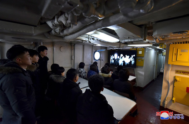 Bên trong chiến hạm Mỹ bị Triều Tiên bắt giữ - Ảnh 7.