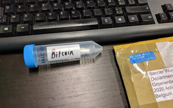 Câu đố về 1 Bitcoin ẩn chứa trong một sợi ADN sau gần 3 năm đã có lời giải
