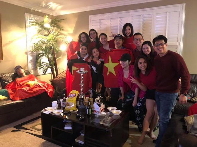 Nhìn lại khoảnh khắc người Việt khắp thế giới dõi theo trận cầu lịch sử của U23 Việt Nam - Ảnh 2.