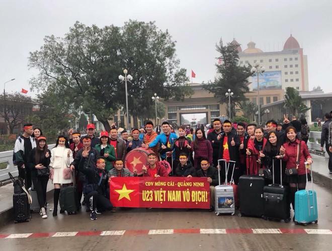 Nhật ký đi Trung Quốc cổ vũ U23 Việt Nam: Xe đang bò trên tuyết để đến sân kịp giờ - Ảnh 7.