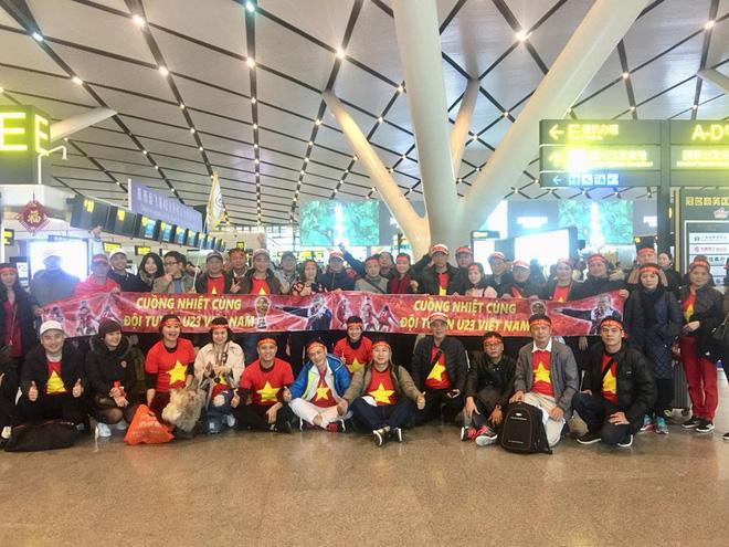 Nhật ký đi Trung Quốc cổ vũ U23 Việt Nam: Xe đang bò trên tuyết để đến sân kịp giờ - Ảnh 4.