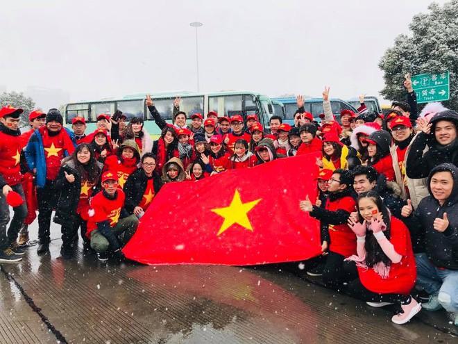Nhìn lại khoảnh khắc người Việt khắp thế giới dõi theo trận cầu lịch sử của U23 Việt Nam - Ảnh 1.
