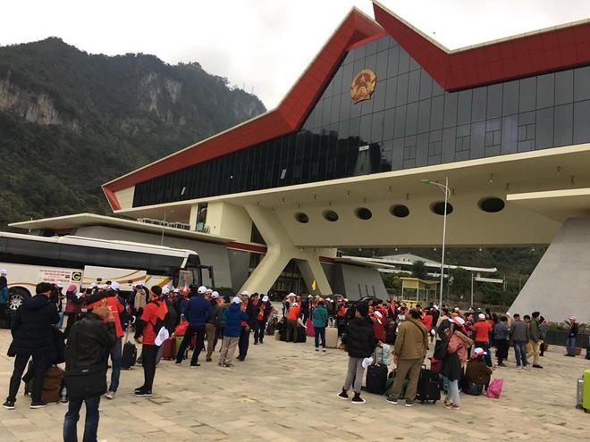 Nhật ký đi Trung Quốc cổ vũ U23 Việt Nam: Xe đang bò trên tuyết để đến sân kịp giờ - Ảnh 6.