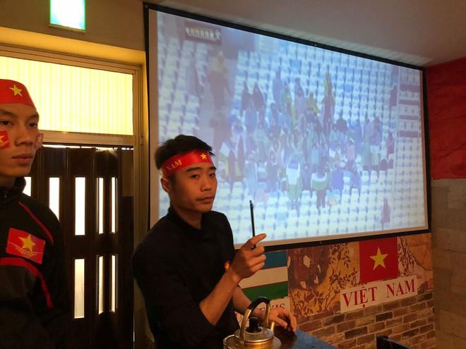 Nhìn lại khoảnh khắc người Việt khắp thế giới dõi theo trận cầu lịch sử của U23 Việt Nam - Ảnh 6.