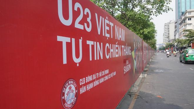 """11 màn hình """"khủng"""" tại phố đi bộ Nguyễn Huệ trực tiếp chung kết U23 Việt Nam được lắp như thế nào? - Ảnh 6."""