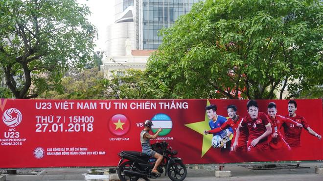 """11 màn hình """"khủng"""" tại phố đi bộ Nguyễn Huệ trực tiếp chung kết U23 Việt Nam được lắp như thế nào? - Ảnh 7."""