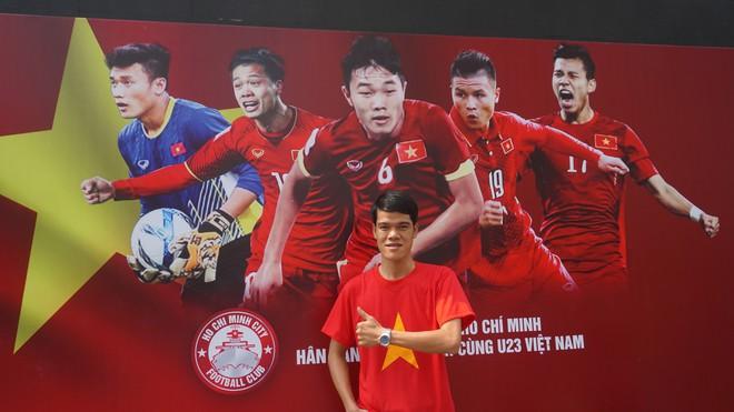 """11 màn hình """"khủng"""" tại phố đi bộ Nguyễn Huệ trực tiếp chung kết U23 Việt Nam được lắp như thế nào? - Ảnh 9."""