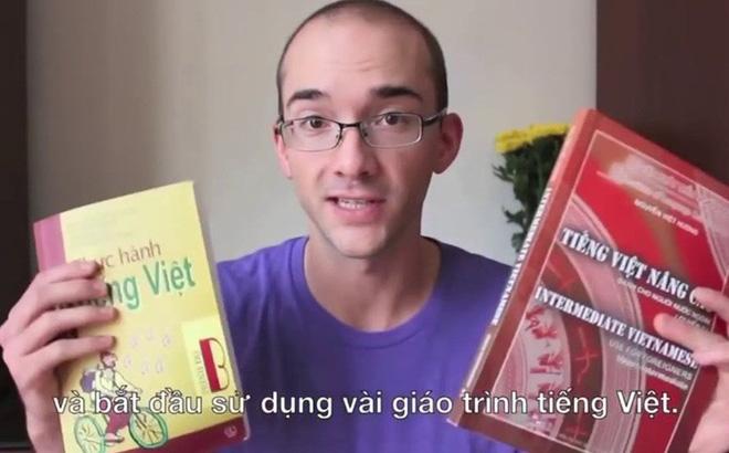 Một phụ huynh Hà Nội đề nghị cấm Daniel Hauer đứng trên bục giảng tại VN