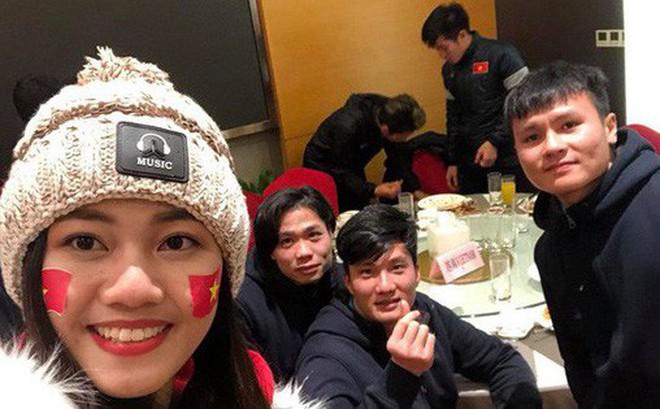 Mỹ nhân Vbiz đầu tiên được gặp thầy trò HLV Park Hang-seo sau chung kết là Á hậu Thanh Tú