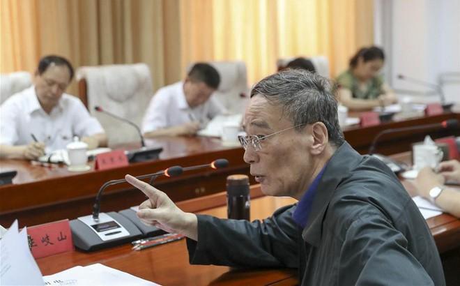 """Cựu """"trùm đả hổ"""" Vương Kỳ Sơn trúng Đại biểu quốc hội, chính thức trở lại chính trường TQ"""