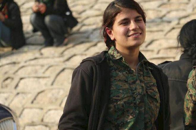Người Kurd tung hô nữ anh hùng ôm bom thổi tung xe tăng Thổ Nhĩ Kỳ - Ảnh 1.